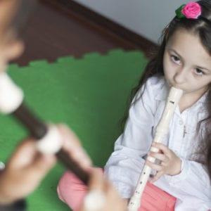 Aula de Flauta Doce criança 02