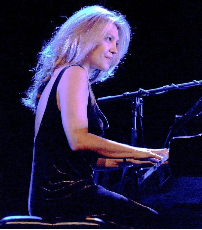 https://www.ritmoesom.com/eliane-elias-pianista-compositora-e-cantora-brasileira/