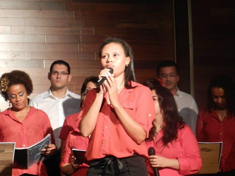Larissa Diniz - Professora de Canto - Ritmo e Som